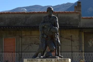 Pereto - Monumento ai Caduti