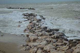 Le onde sulla scogliera